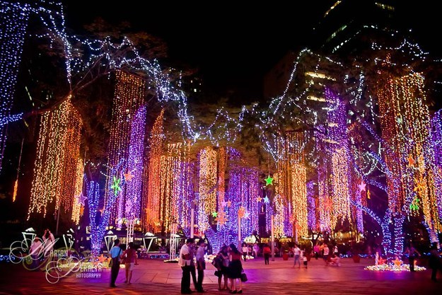 Source: http://wanderlustandlipstick.com/2013/christmas-lights-around-the-world/