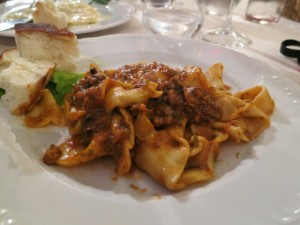 http://mikestravelguide.com/where-to-eat-and-where-to-sleep-in-san-gimignano/